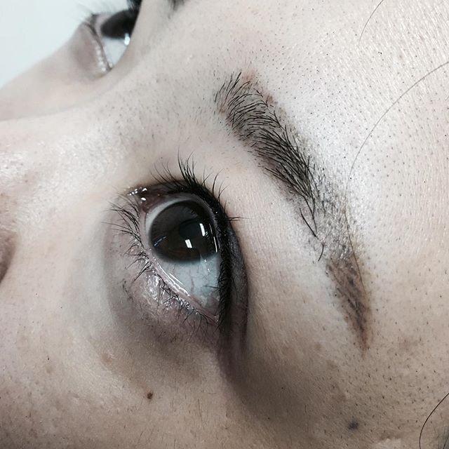 眉の施術を気にって下さり、本日はアイラインのリタッチにお越しいただきました!お写真ありがとうございます♡#眉 は、施術後1週間です。#アイライン は施術直後です。#渋谷 #アートメイク #ナチュラル #permanentmakeup